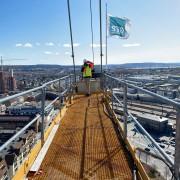21-04-30 Rolf på toppen med STØ flagg