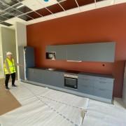 21-09-10 Blått kjøkken og rød vegg INTRO